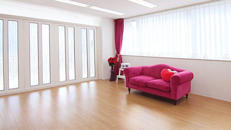 Barbie room 赤いソファー