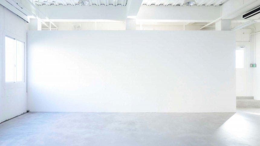 STUDIO BEIGE 白い壁