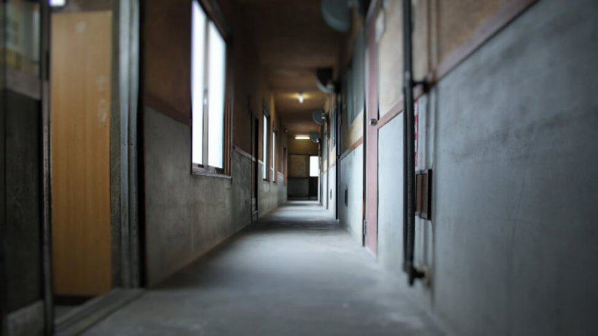 アルファスタジオ アパートの廊下2