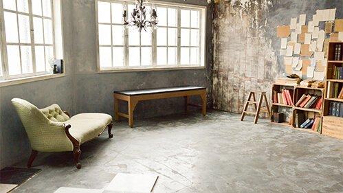 studio Coucou 大きな窓とシャンデリア