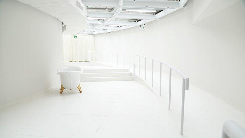CURAS 川崎 白い階段
