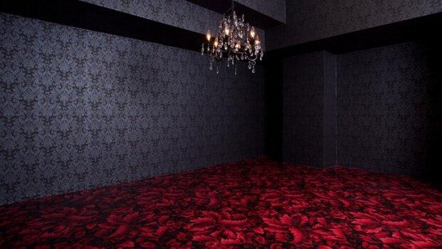 STUDIO HIDOUT 黒いゴシック調の壁紙&花びらを模した柄の床