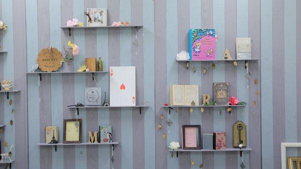 atelier Rara アンティーク ストライプ柄の壁