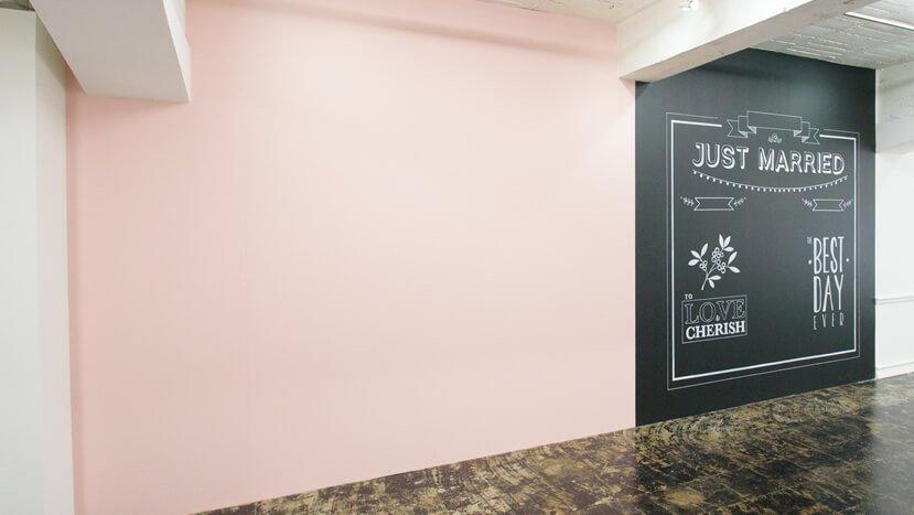 DRESTA ピンクの壁