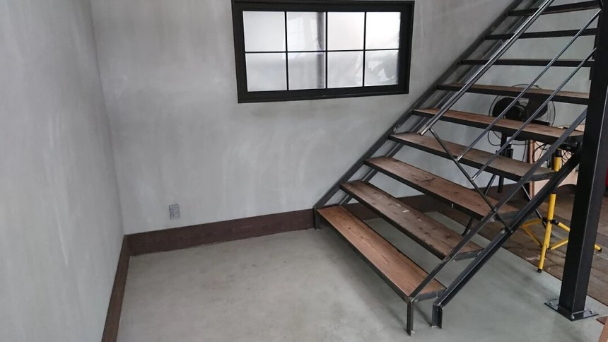 ハウススタジオはちよん 階段