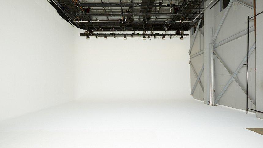 ORIONSHA+ 金沢スタジオ 白ホリ1