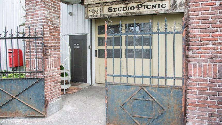 Studio PICNIC ゲート