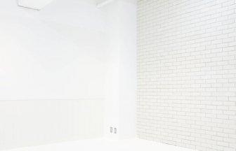 VUSK studio オフホワイトのレンガの壁