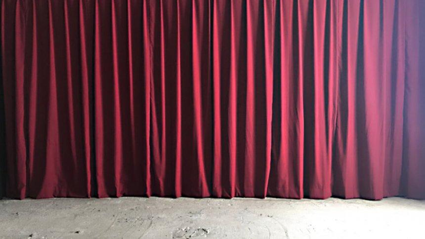スタジオPLOTARTⅡ 赤いカーテン